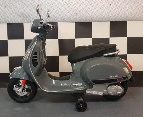 Kinder accu scooter Vespa grijs