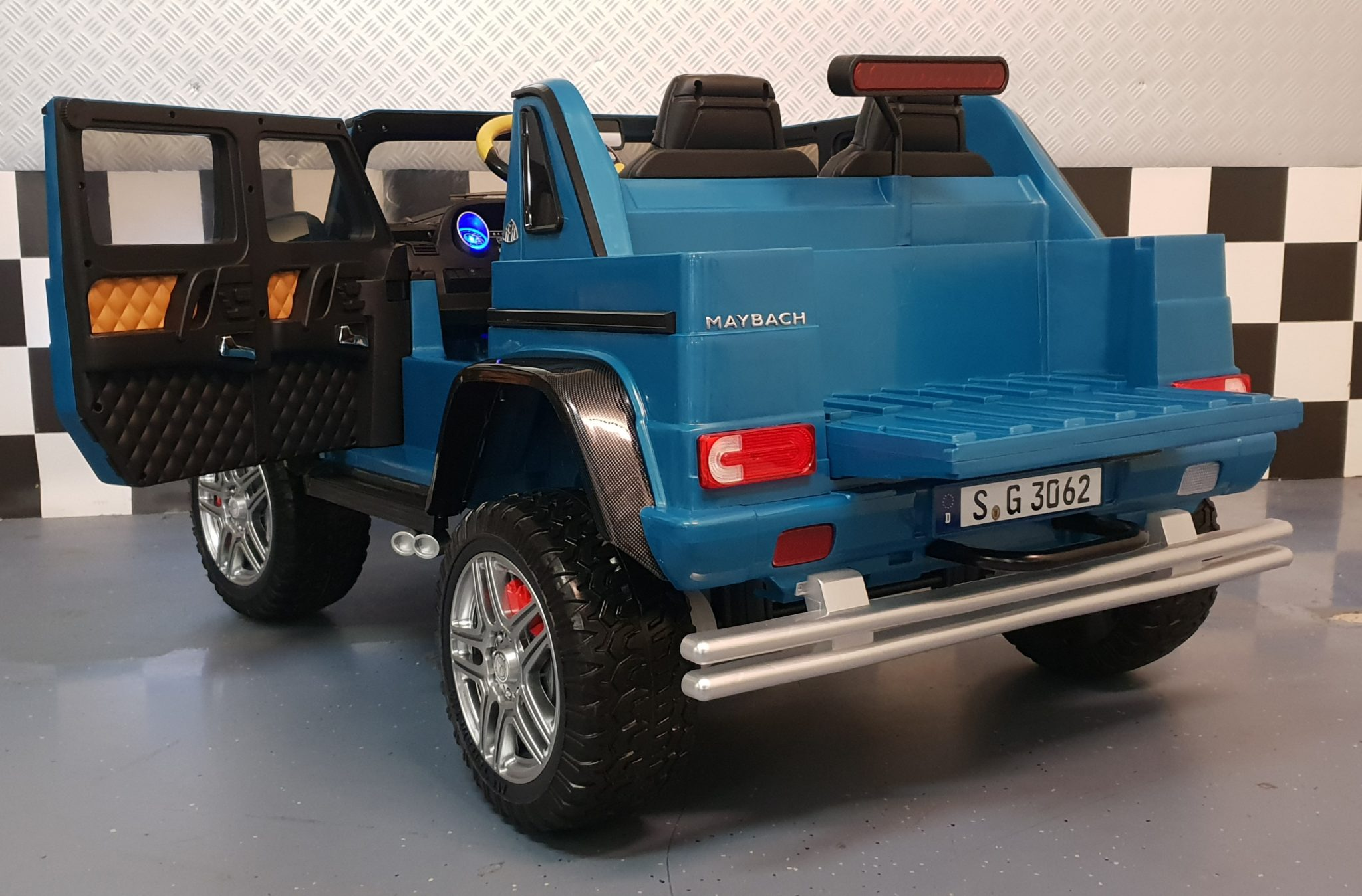 elektrische kinderauto mercedes amg maybach 2 persoons. Black Bedroom Furniture Sets. Home Design Ideas