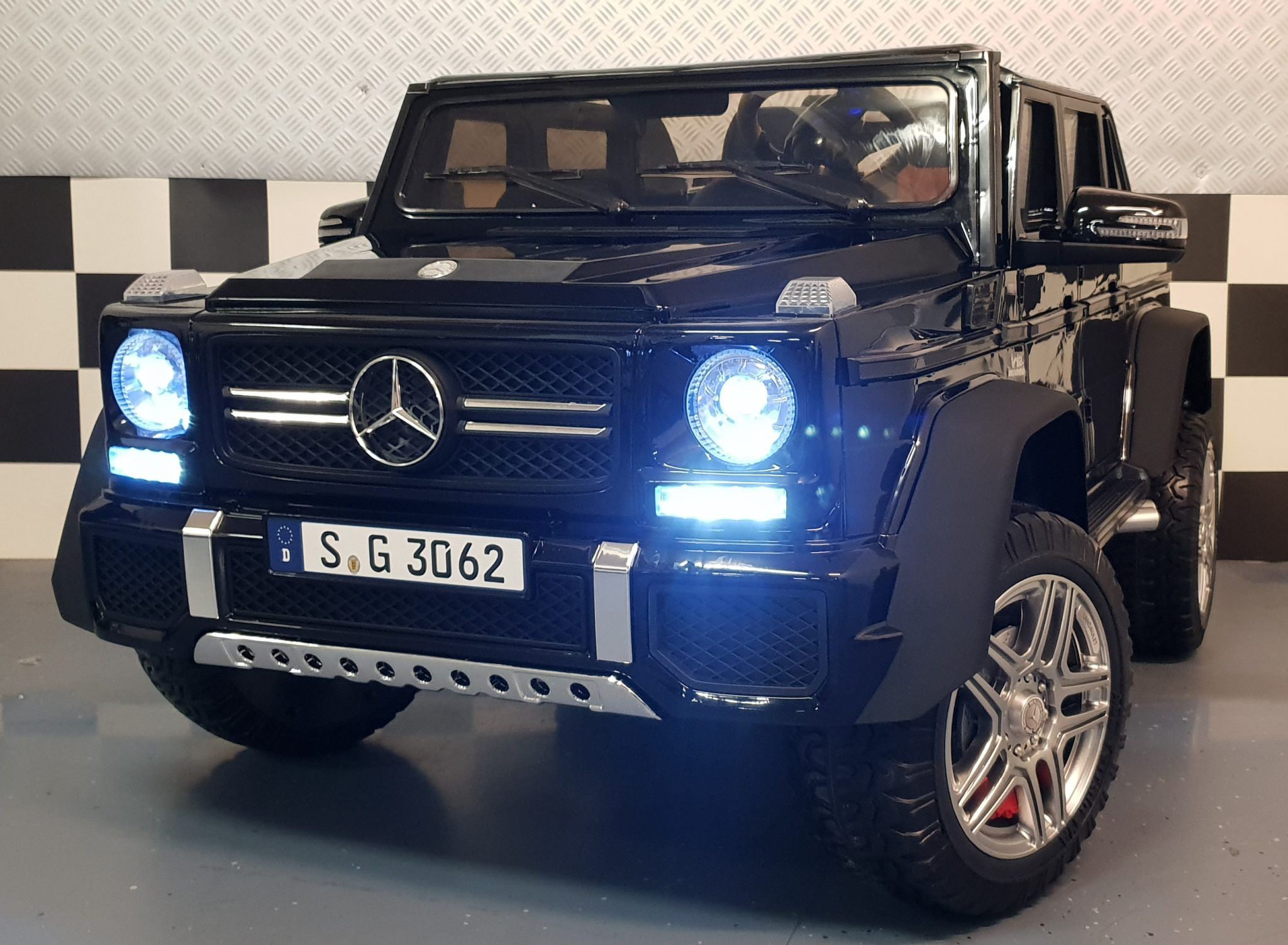 Accu kinderauto 2 persoons Mercedes Benz G650 Maybach 4WD 2x12V