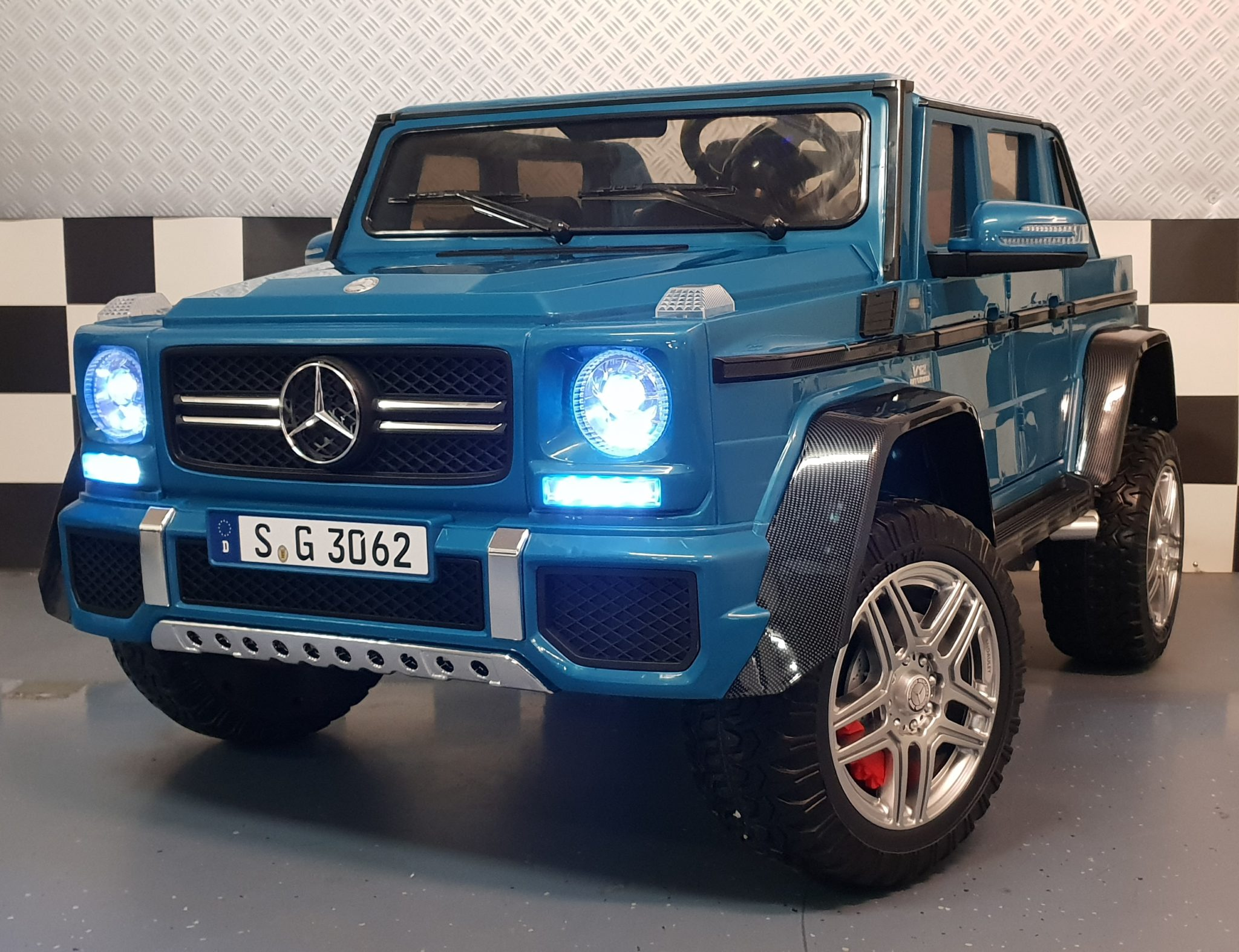elektrische kinderauto mercedes amg maybach 2 persoons. Black Bedroom Furniture Sets. Home Design Ideas