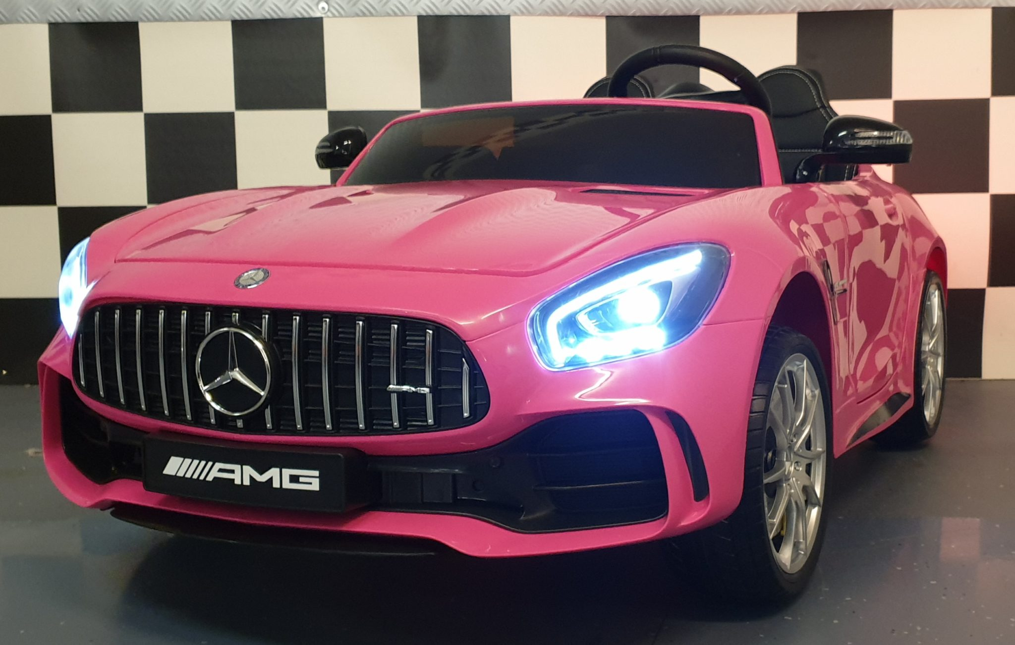 Kinderauto Mercedes 2 persoons AMG GTR 2×12 volt 4WD roze