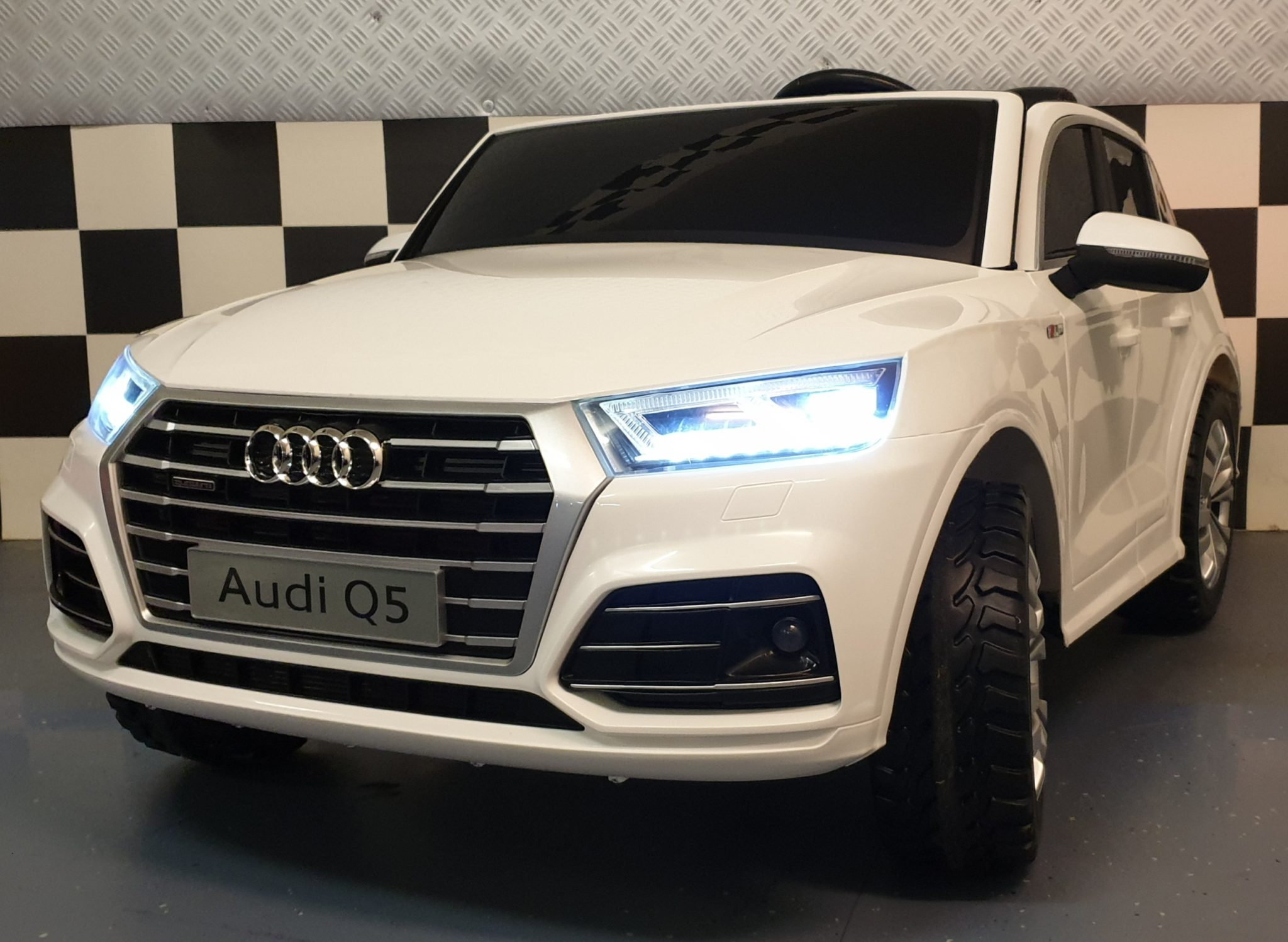 Elektrische kinderauto Audi Q5 2 persoons wit 2.4G 4WD en MP4