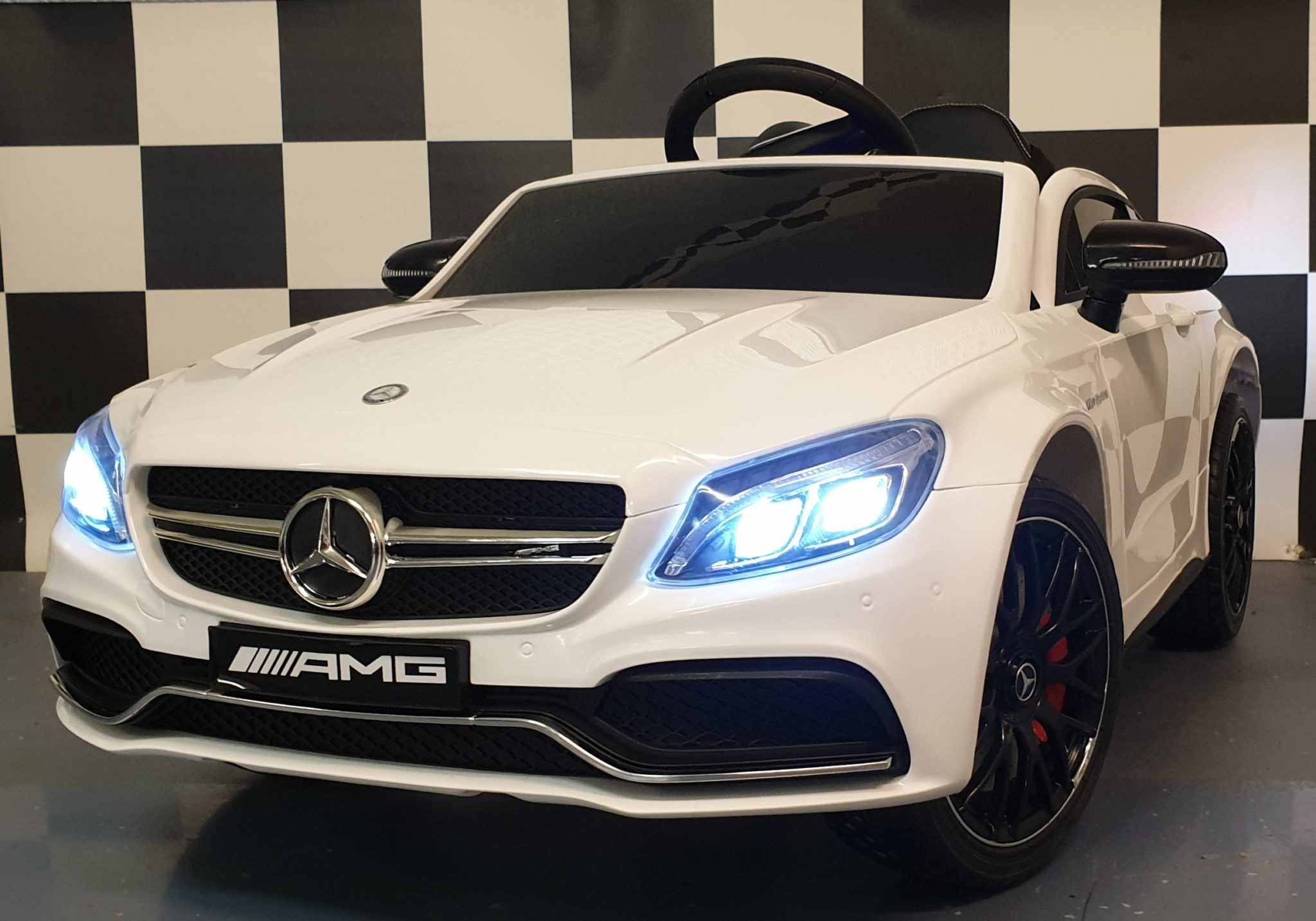 Elektrische accu speelgoedauto Mercedes C63 12 volt, 2.4G afstandbediening wit