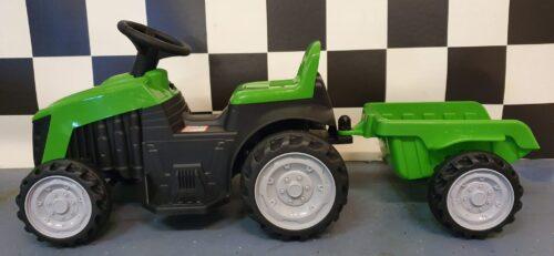 Elektrische tractor met bak