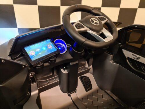 Accu kinderauto Mercedes GLC met MP4 scherm
