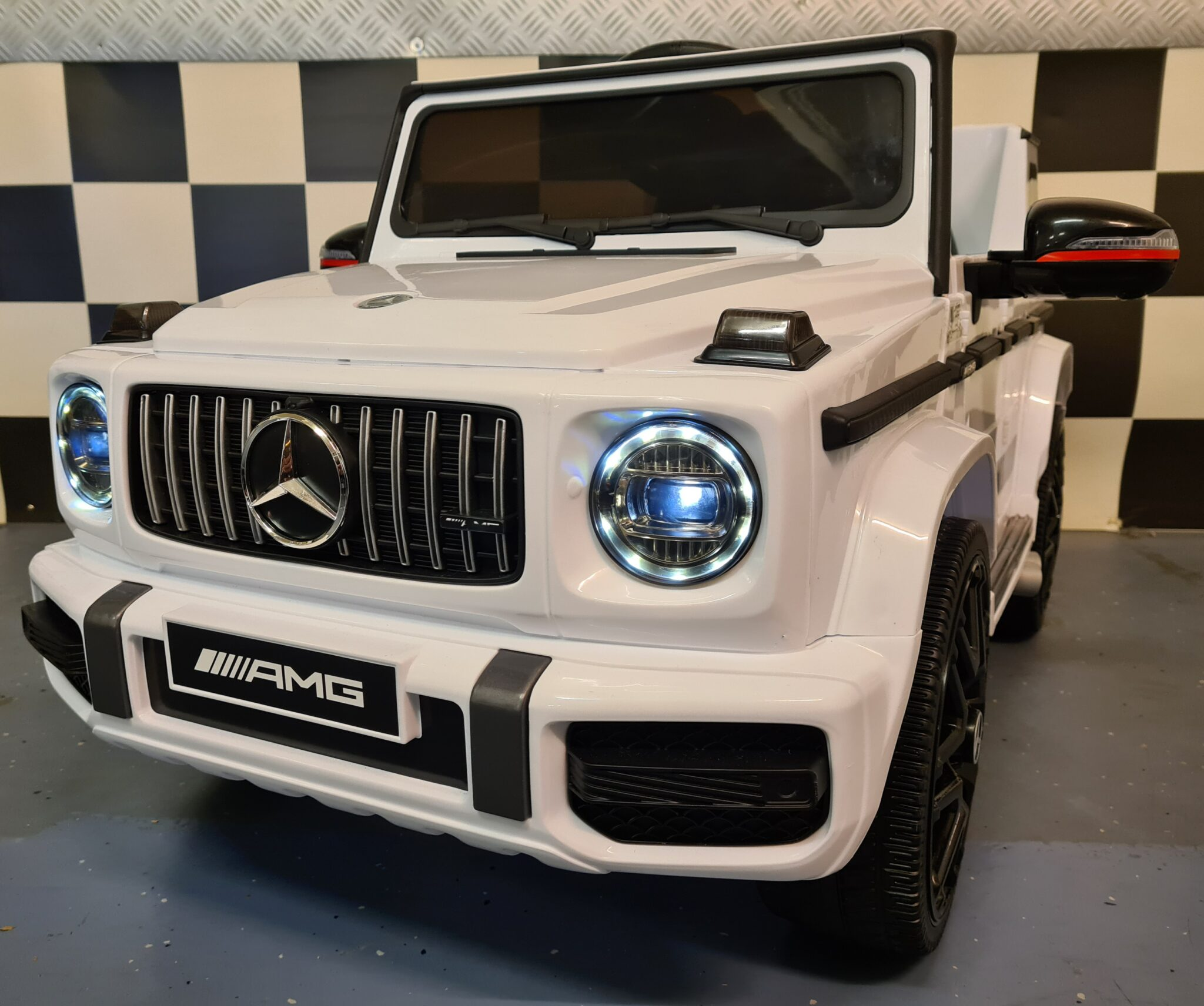 Mercedes G63 kinderauto 12V wit met soft start 1 persoons