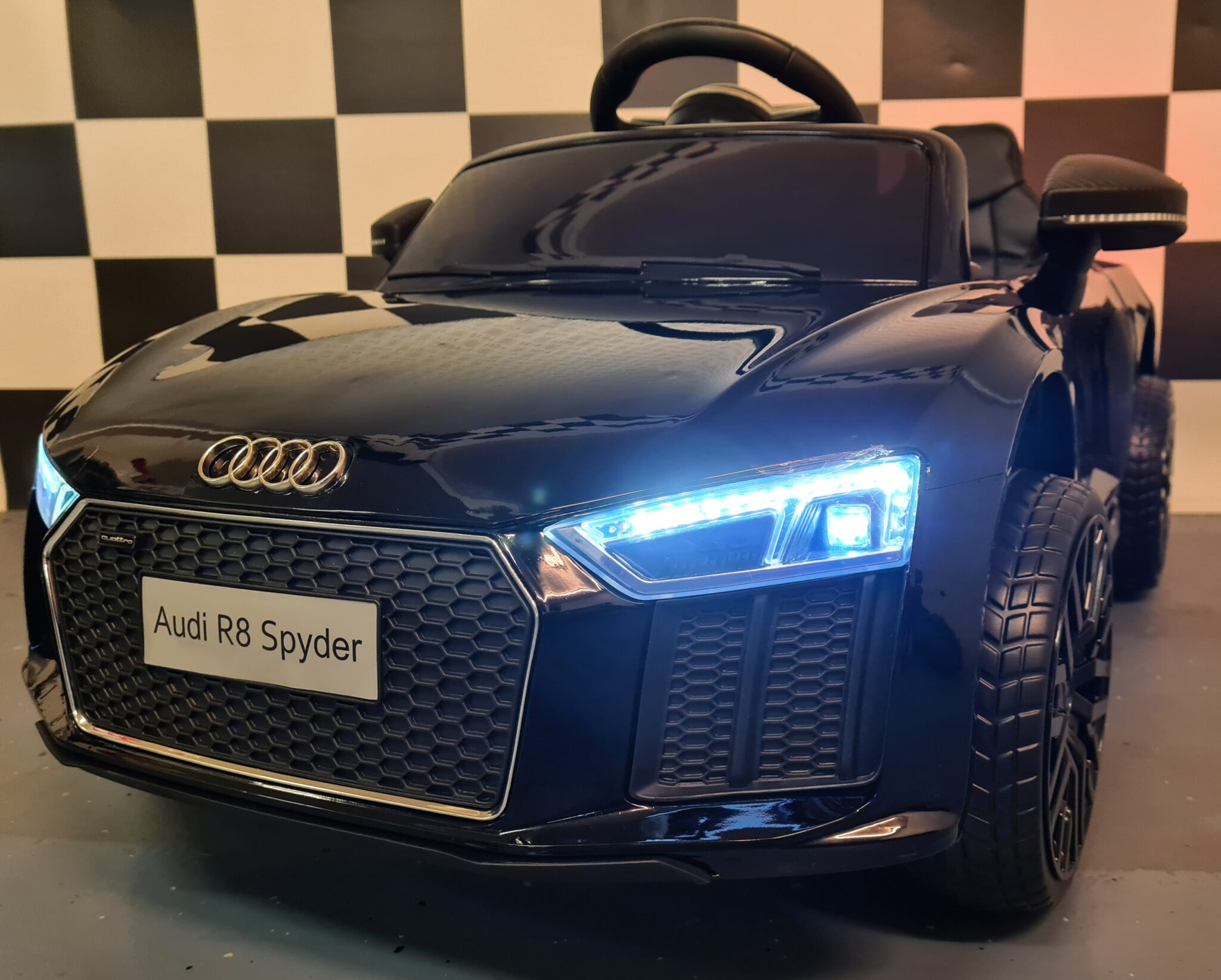 Speelgoed accu auto Audi R8 met RC en 12 volt metallic zwart 1 persoons