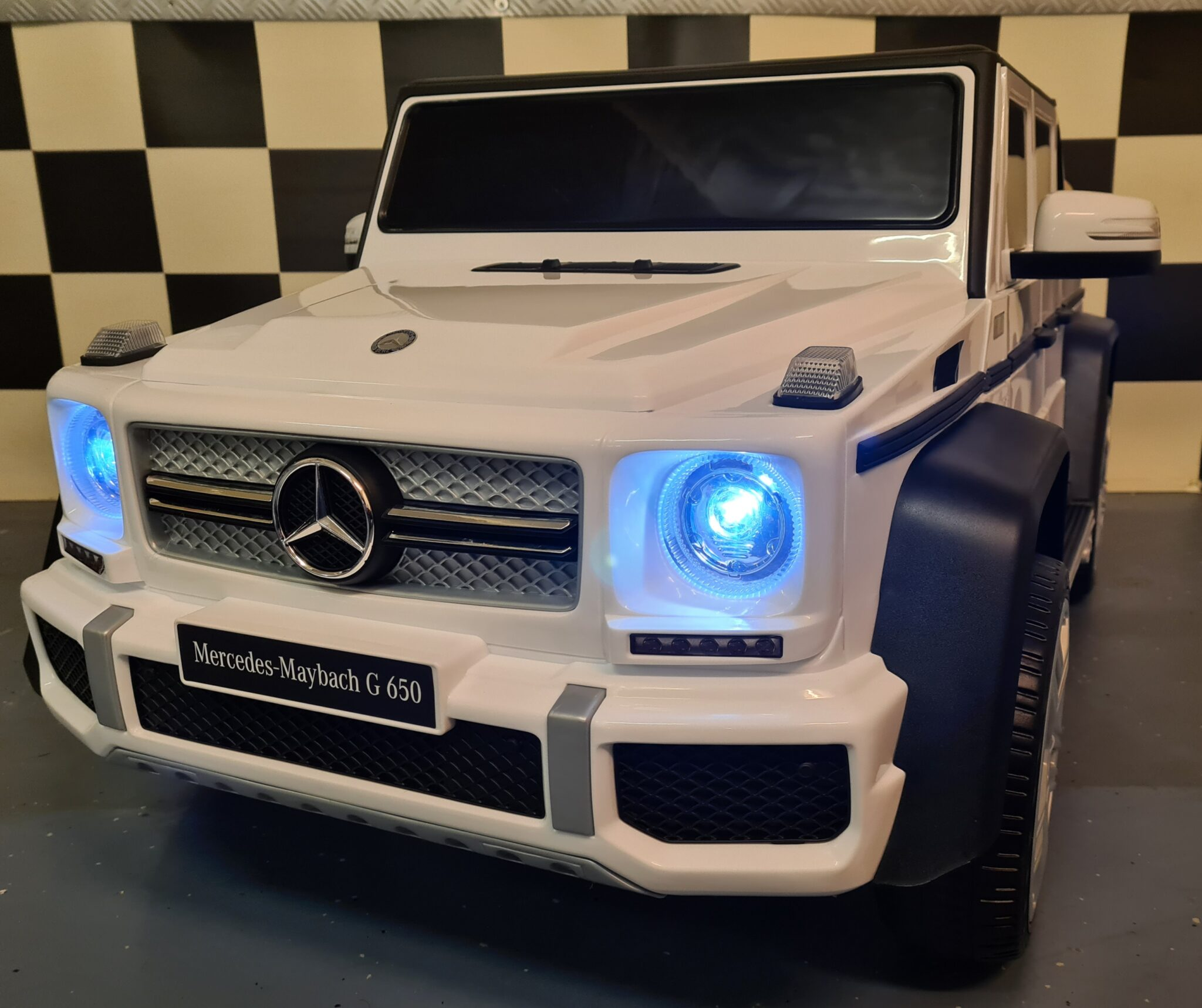 Accu kinderauto Mercedes Maybach G650 12Volt 1 persoons wit