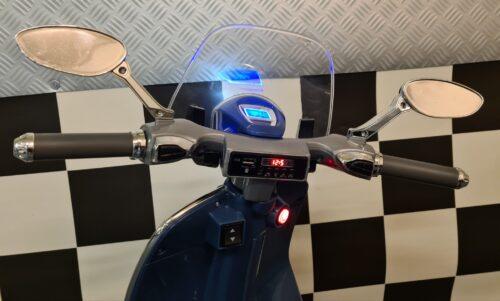 Speelgoed accu scooter Vespa 946
