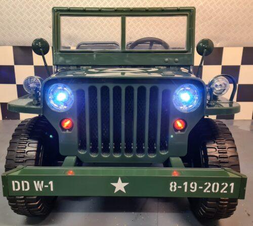 Kinder legervoertuig waar kinderen in kunnen rijden