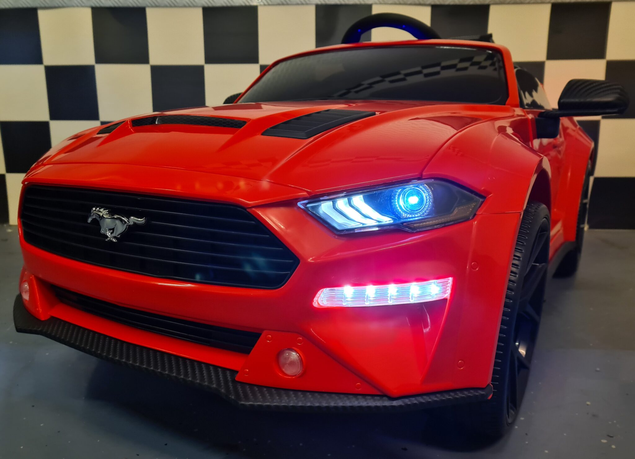 Ford Mustang elektrische kinderauto met RC rood