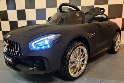 mat zwarte Mercedes GTR kinderauto
