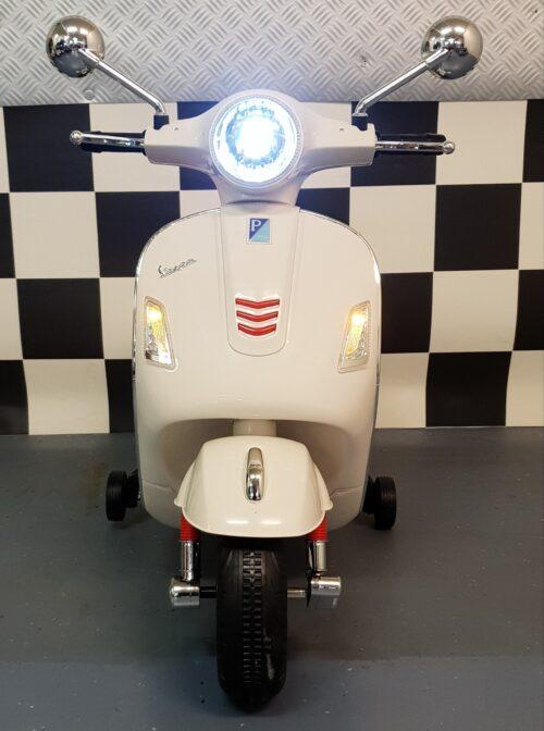 12 volt witte Vespa retro kinder scooter