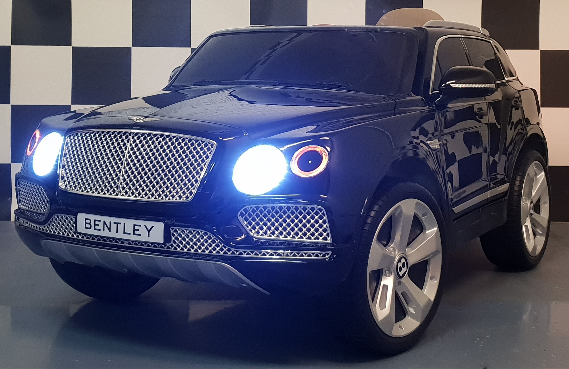 Bentley Bentayga kinderauto met afstandbediening metallic zwart