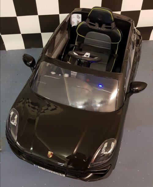 Speelgoedauto Porsche Macan zwart 12V accu 2.4G
