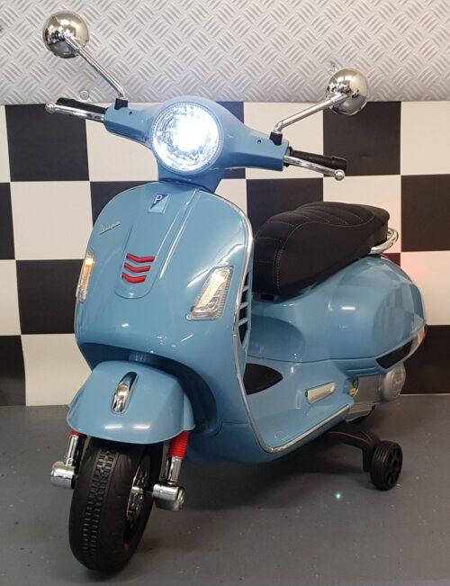 Vespa elektrische blauwe kinderscooter 12 volt