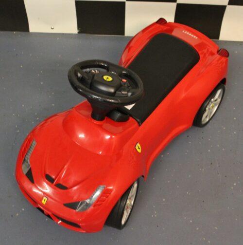 Rode Ferrari loopauto