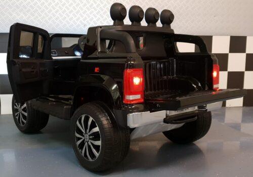 Metallic zwarte VW Amarok kinderauto 2.4G afstandbedening