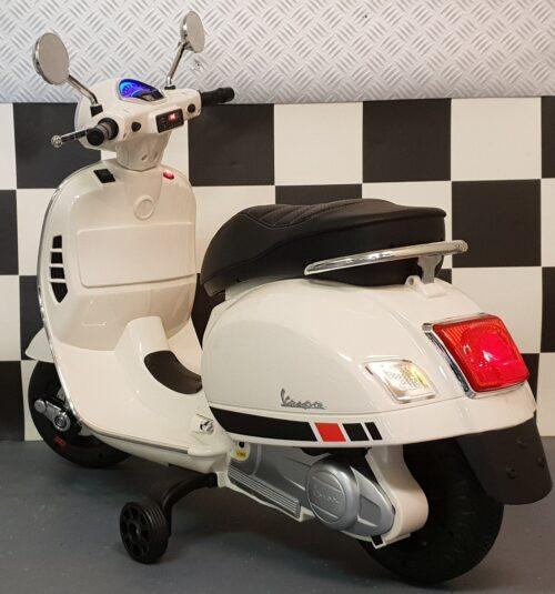 Retro scooter Vespa 12 volt wit