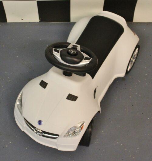 witte mercedes loopwagen