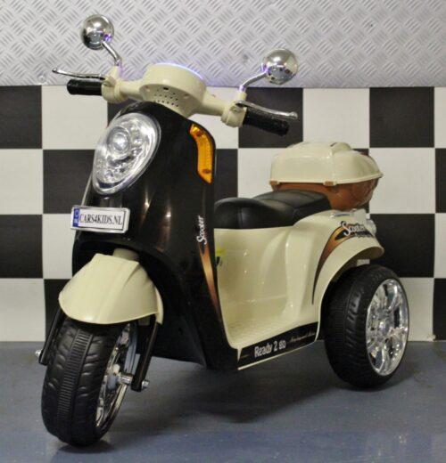 zwarte elektrische kinderscooter retro